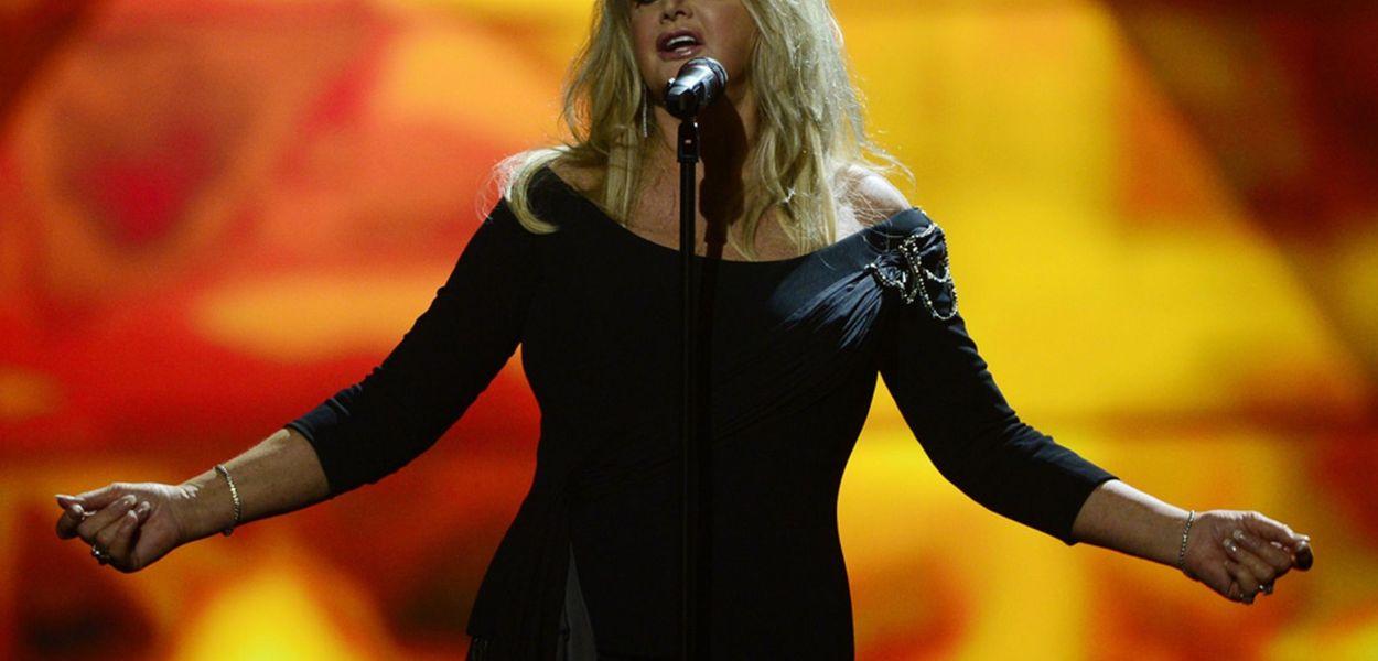 Bonnie Tyler - UK Eurovision Representative for 2013 wind 2 ESC Radio Awards. Photograph courtesy of Mirror.co.uk