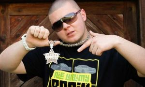 Donatan ans his Silver Medal. Photo : www.eska.pl