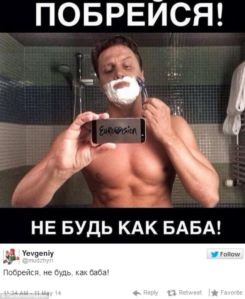 Russian Protester Shaving His Beard. Photo : Twitter