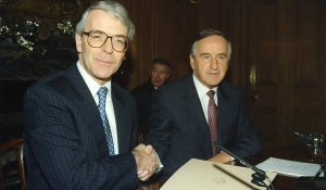L TO R. British Prime Minister John Major shakes hands with Taoiseach and Fianna Fail leader Albert Reynolds on the Joint Declartion at a press conference in Downing St. In the backgorund is press officer Sean Duignan. 15/12/1993 Pic Eamonn Farrell/Photocall Ireland
