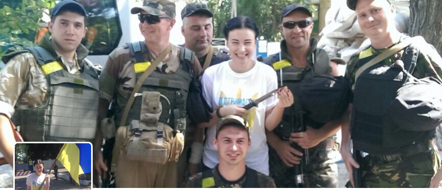 Anastasia Prikhodko with Ukrainian Troops. Photo : Anastasia Prikhodko Twitter
