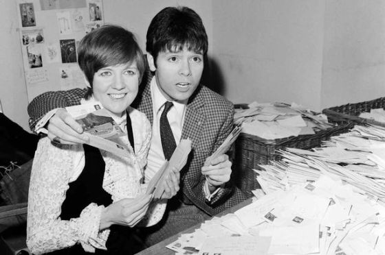 Cliff Richard and Cilla Black counting votes for Britain's song for Eurovision contest. 8th March 1968. Photo : Liverpool Echo