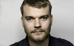 Pilou Asbæk. Photo : www.tn2magazine.ie