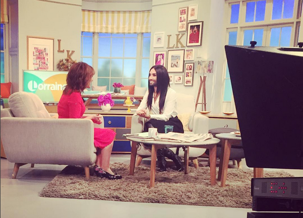 Conchita have a laugh with Lorraine Kelly