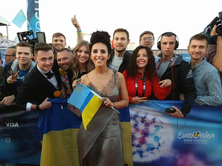 Jamala on Red Carpet in Stockhom with Ukrainian Fans. Photo : Vitalii Dekhtiarov 8 May